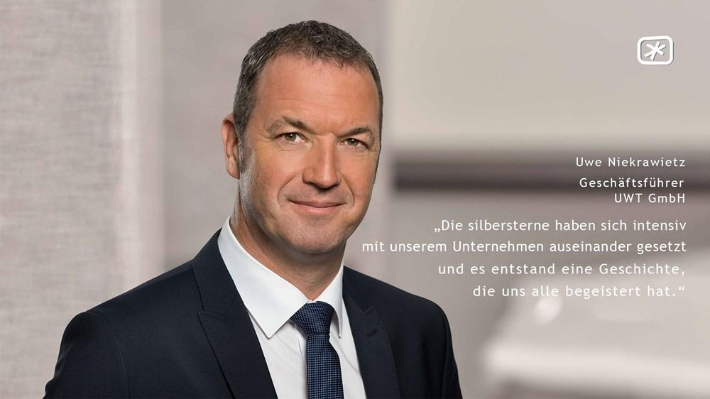 """Uwe Niekrawietz (Geschäftsführer derUWT GmbH) - """"Die silbersterne haben sich intensiv mit unserem Unternehmen und den Menschen auseinander gesetzt und es entstand eine Geschichte, die uns alle begeistert hat."""""""